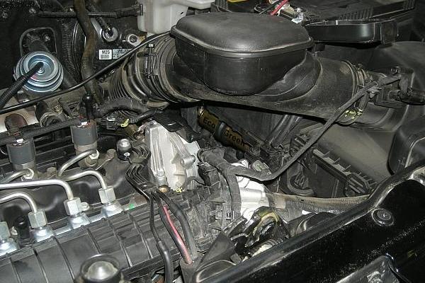 Ix35-Posizione-a-scomparsa-sotto-la-batteriaBis